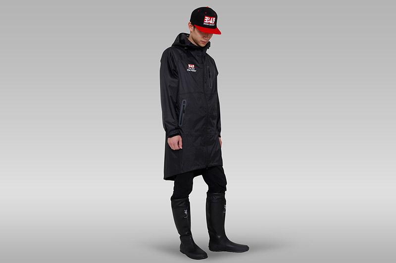 Rainjacket_front_man